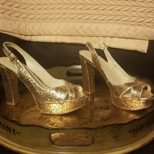 Nine West Gold Glitter Shoes size 9